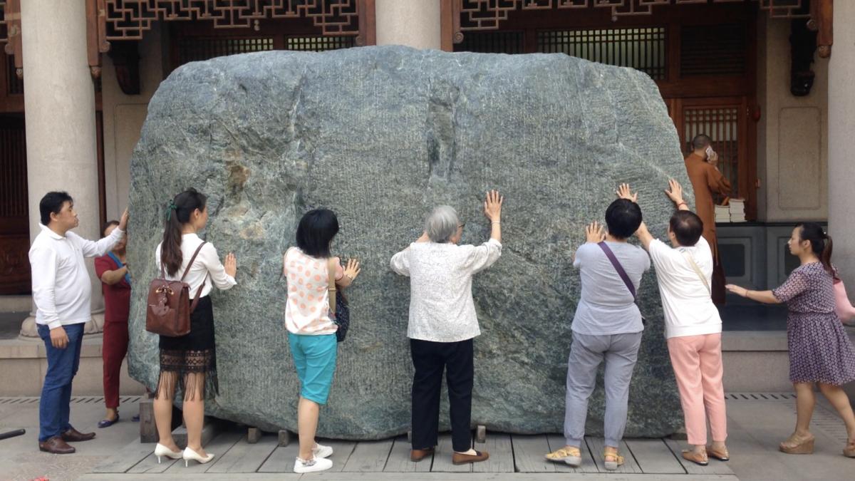 La pierre, le jade et les gratte-ciels d'argent